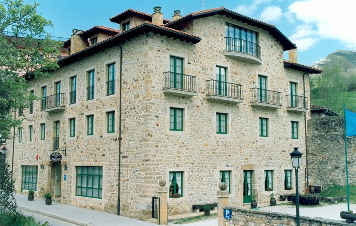 Hotel 243
