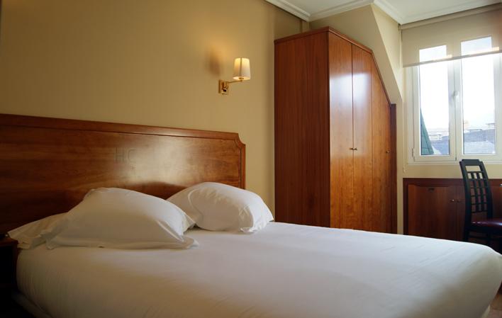 Hotel 143