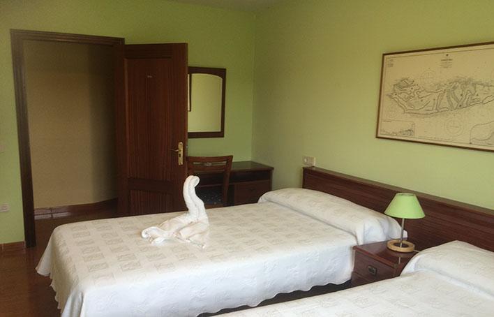Hotel 353