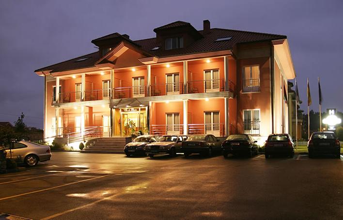 Hotel 235