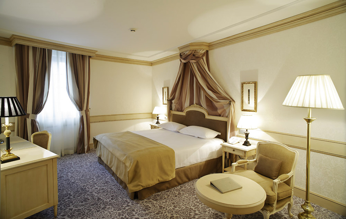 Hotel 300