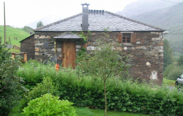 Casa de aldea 496